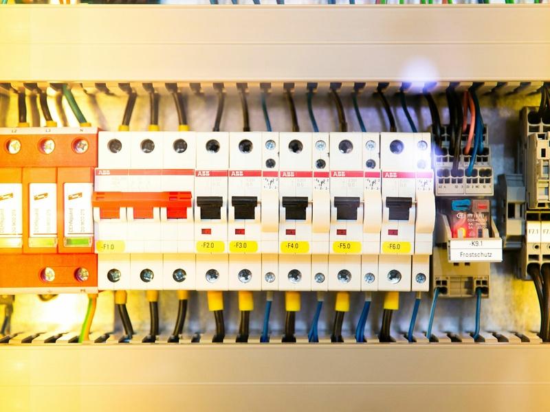 Basse tension / Préparation à l'habilitation électrique : BS / BE (m) / BE (v) / BE (m.e)